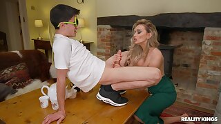 Sophisticated blonde MILF Amber Jayne enlightens a younger supplicant