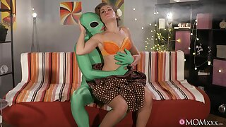 Hung alien unearths a sluttish blonde MILF to have a passion hard
