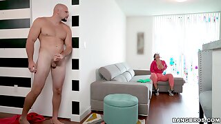 Quickie fucking in be passed on living-room with expansive ass Nick scrimp Monroe