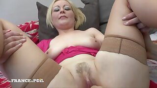 Auric Hair Babe Mommy With Large-bosomed Milky Tits