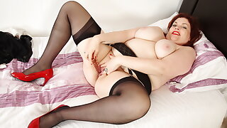 English milf Fruit Fox loves toying her adult pussy