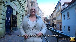 HUNT4K. Big-breasted blond hair girl arousing prefers gentlemen