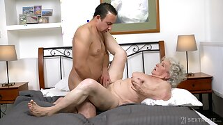 Granny gets be imparted to murder dick in both holes and loves be imparted to murder jizz on face