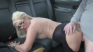 Hot taxi sex for lucky factotum and kirmess slut Mia Makepeace